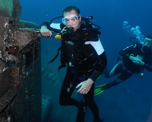 1 Advanced and specialty courses, guided dives for certified divers